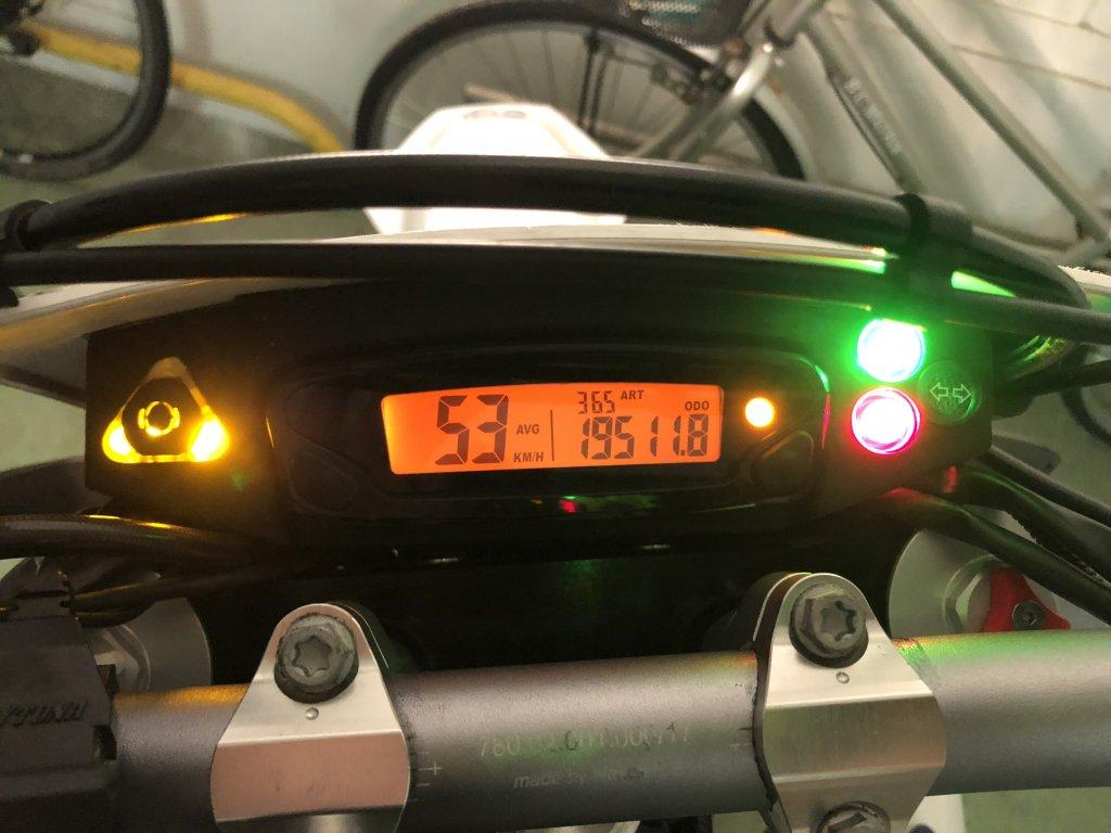 701 SUPERMOTOのメータ