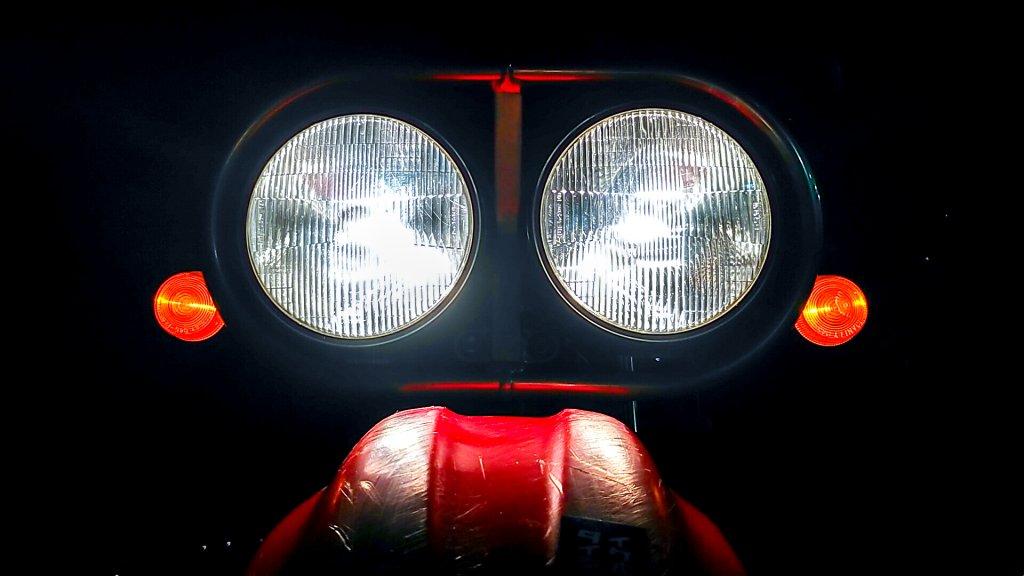 夜も安心なXR250 BAJAのデュアルライト