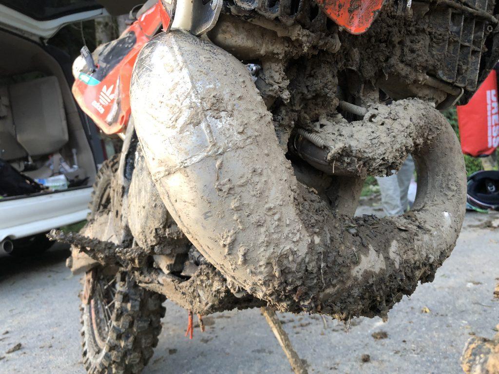 泥だらけのチャンバー周り