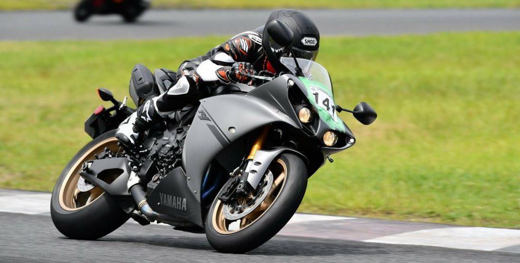 YZF-R1はサーキットでも余裕をもって運転できる
