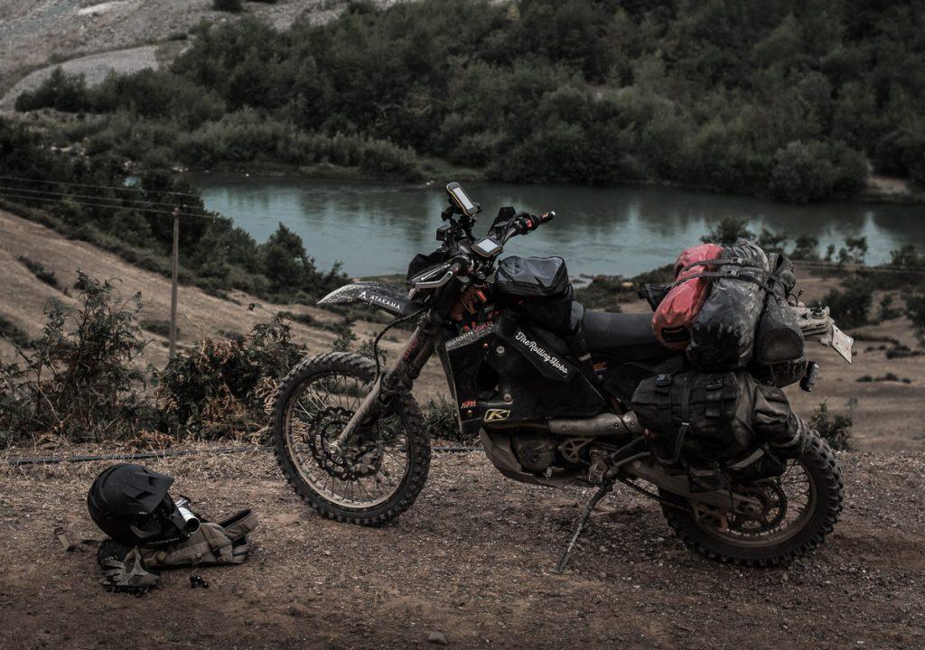 バイクでアドベンチャーする風景