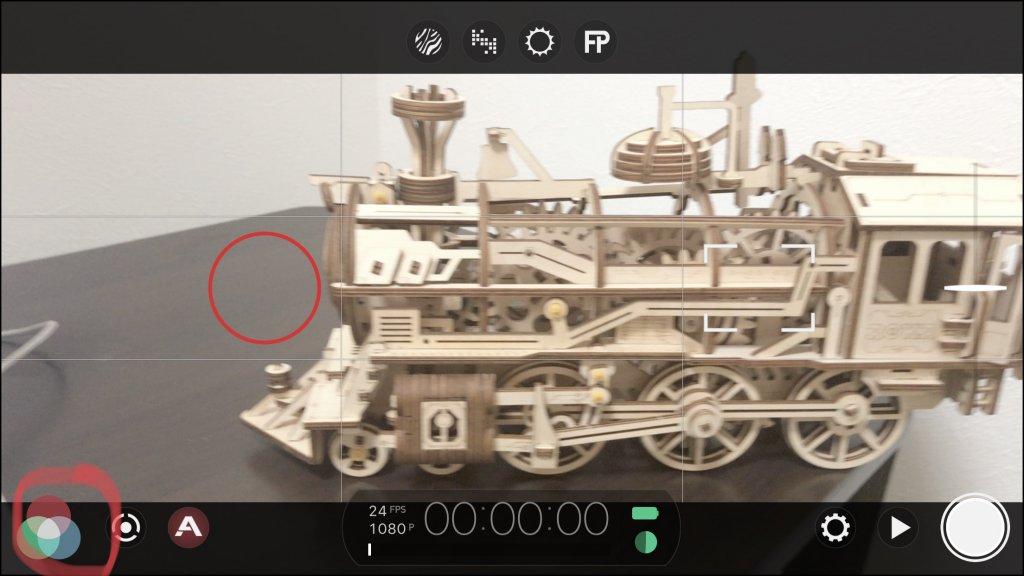 FiLMiC Proを開き左下のアイコンをタップ