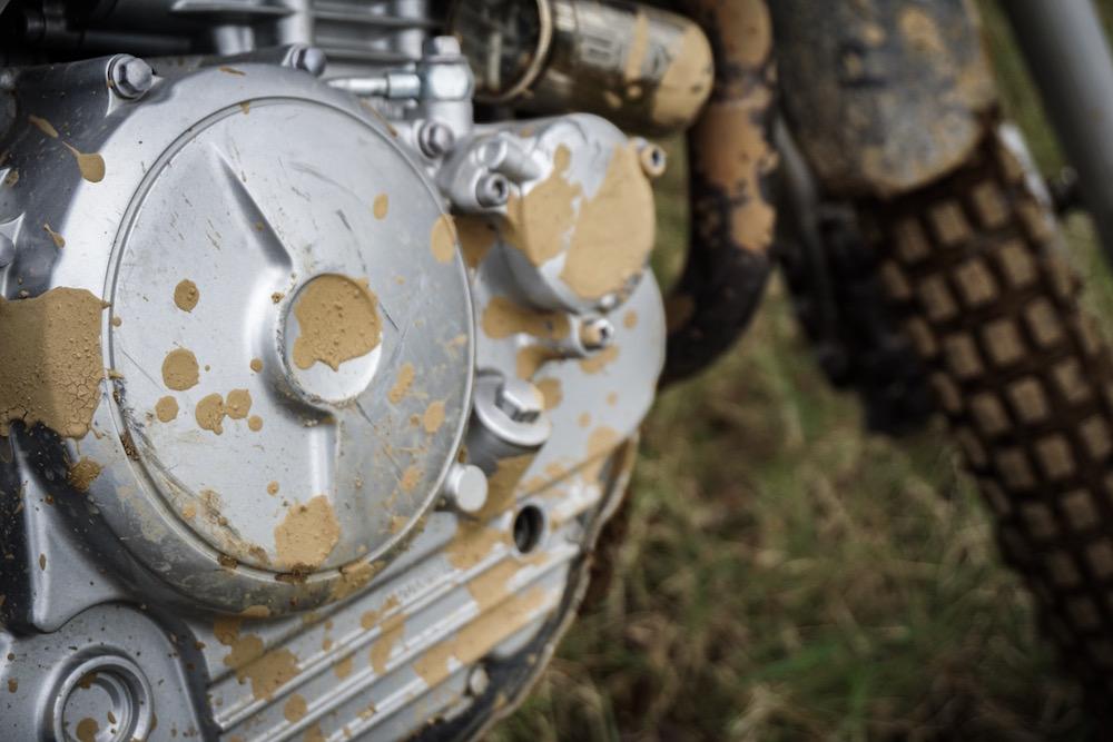 物理的な頑丈なセローのエンジン