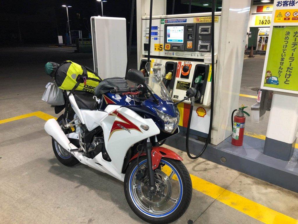 ガソリンスタンドでのCBR250R